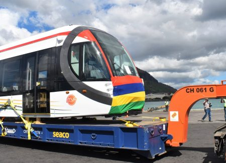 Mauritius Metro Express - First Train Arrives